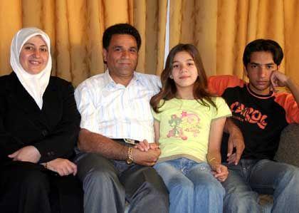 Lina al-Homsi und Anwar Wardeh mit ihren Kindern: Hausfrauendasein war nie Ziel ihrer Lebensträume.