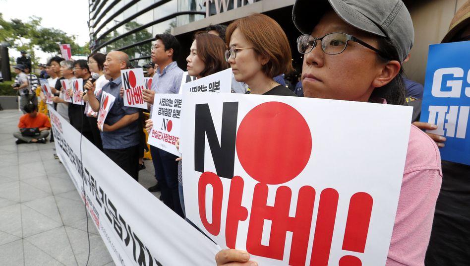 Protest gegen die Streichung vor der japanischen Botschaft in Seoul