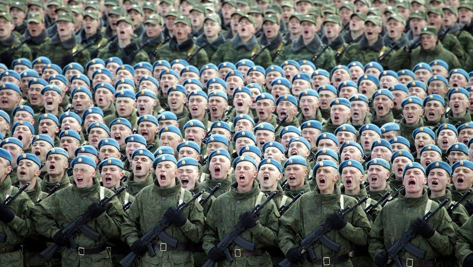 "Russian troops march outside of Moscow: ""If the Kremlin wants to, it can view anything as a provocation."""