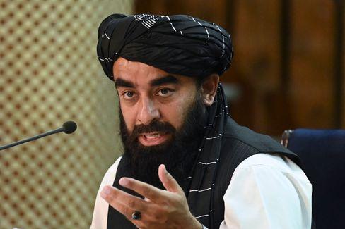 Taliban-Sprecher Zabihullah Mujahid verkündet die Zusammensetzung der Übergangsregierung