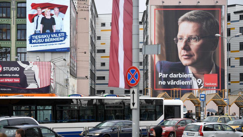 Wahlplakat der prorussischen Partei Harmonie (r.)