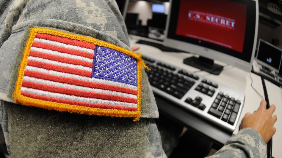 Ein US-Soldat beim Computereinsatz. Westliche Regierungen werfen China den gezielten Einsatz von Kriminellen vor, um Geheimnisse auszuspionieren