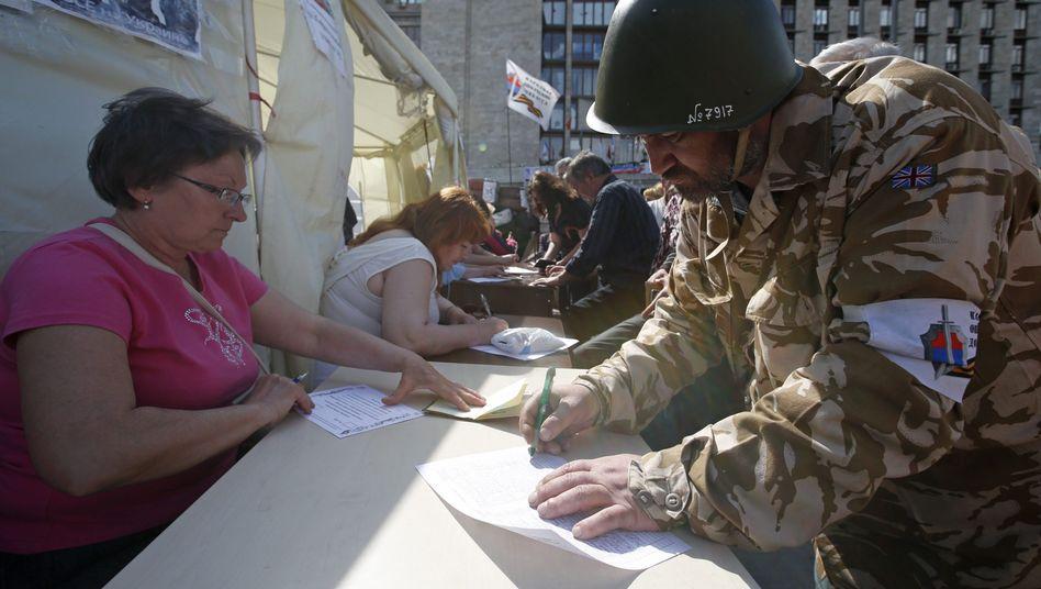Referendum in Ostukraine: Separatisten meldengroßeMehrheitfür Autonomie
