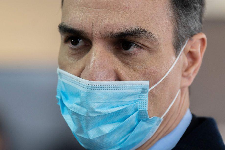 Umgeschwenkt: Maskenträger Pedro Sánchez