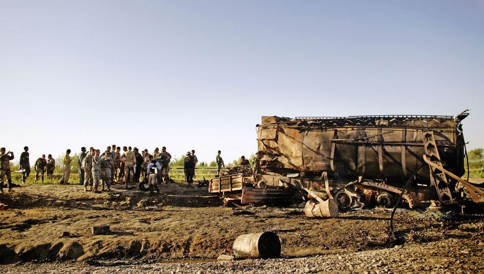 """Beim Luftangriff auf die gekaperten Tanklaster am Kunduz-Fluss kamen laut Taliban nur Zivilisten um: """"Sie wollten alle Benzin haben"""""""