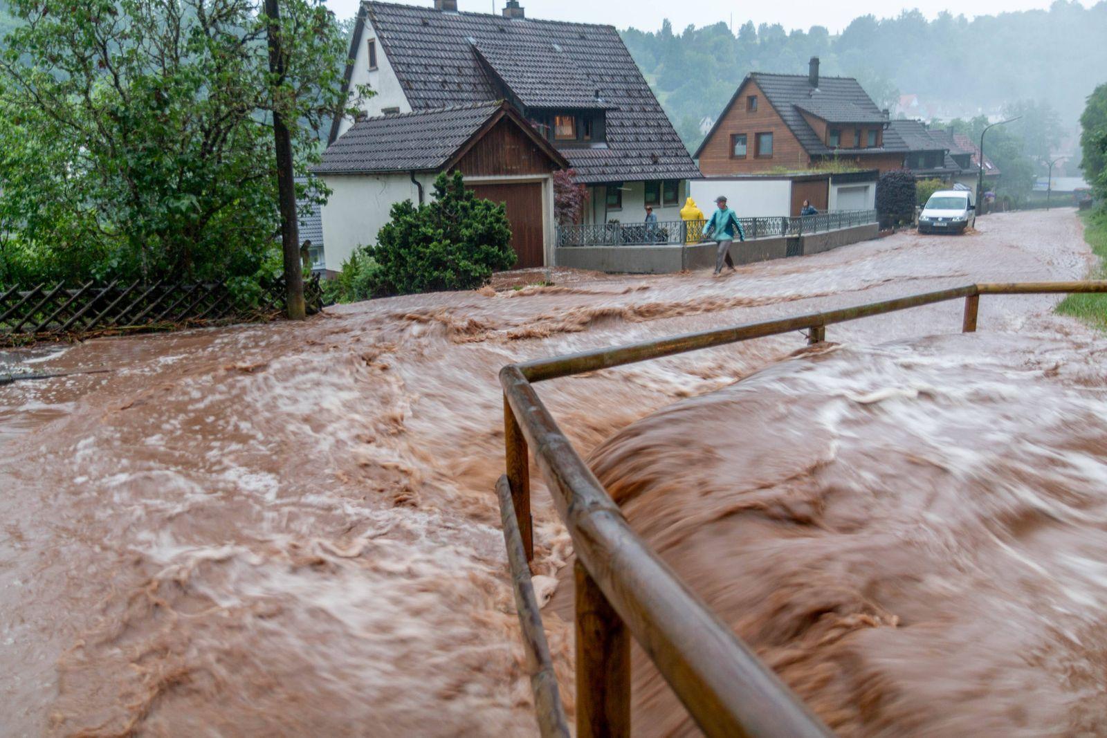 Heftiges Unwetter über dem Landkreis Calw: Superzelle bringt extremen Starkregen, Hagel und schweres Gewitter über Alten