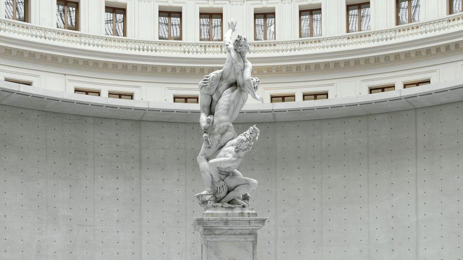 Wachsskulptur von Urs Fischer in der Bourse de Commerce