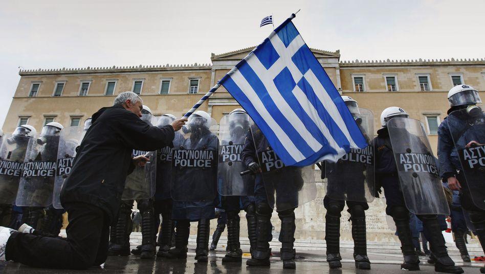 """Demonstrant vor dem griechischen Parlament: """"Es gibt viele Unklarheiten"""""""
