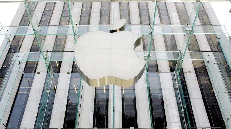 Apple-Logo über einen Apple Store: Kein Humor, wenn es um das iPhone geht