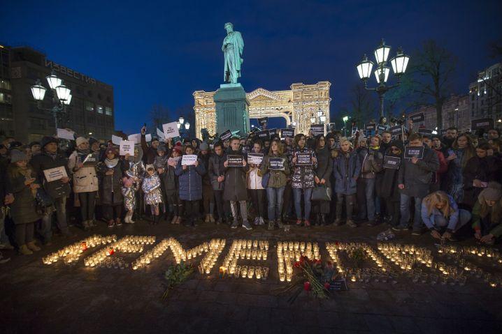 Gedenken an die Opfer von Kemerowo in Moskau
