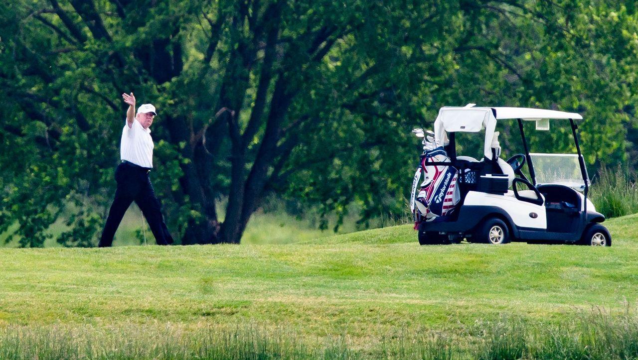 +++ News-Update +++: Trump verärgert über Medienkritik an Golfplatzbesuch