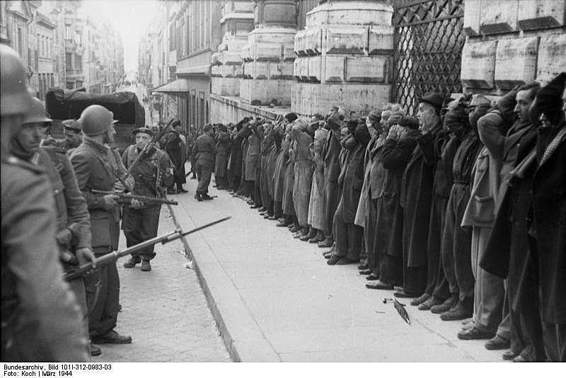 DER SPIEGEL 3/2012 pp 32 SPIN War Crimes Italy
