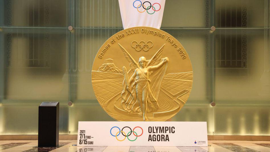 So sehen die Medaillen aus, die in Tokio an die Athletinnen und Athleten verteilt