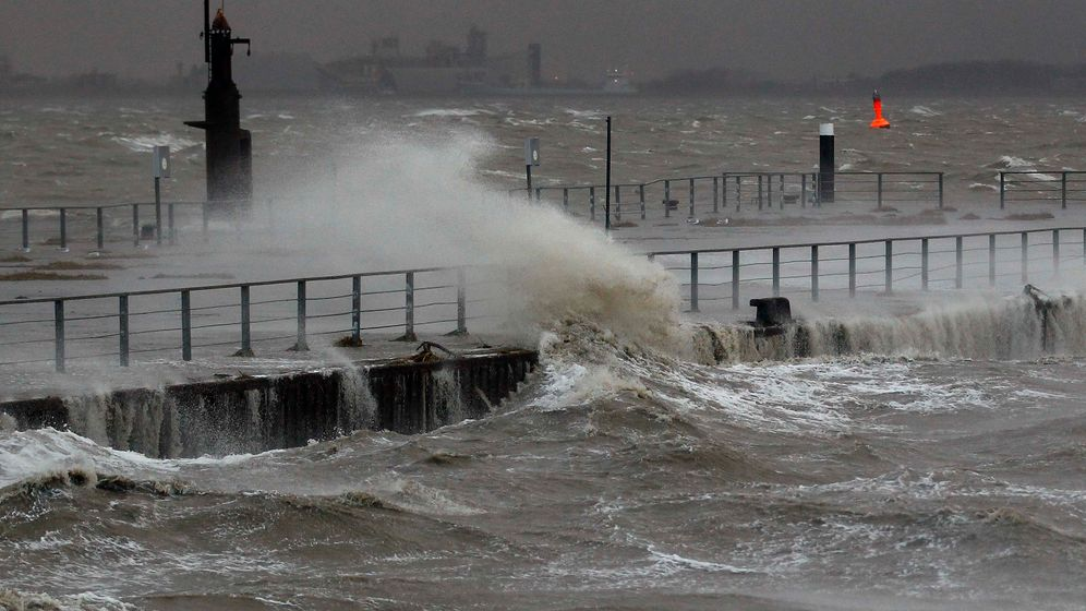 Photo Gallery: 'Xaver' Brings Flooding, Snow, Winds