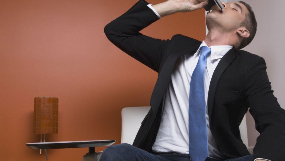 Schnell aufs Meeting vorbereiten: Trinkende Manager sind gefährlich für ihre Firma