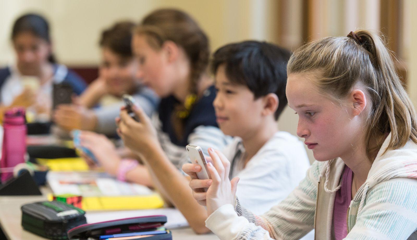 Unterricht mit Handy und Tablet