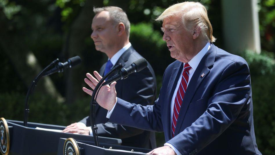 Andrzej Duda (l.) und Donald Trump im Rosengarten des Weißen Hauses