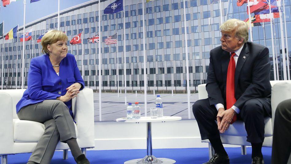Angela Merkel, Donald Trump (Treffen beim Nato-Gipfel)
