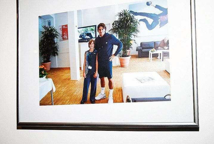 Photo of Zverev with his tennis idol Roger Federer in 2008