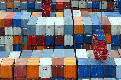Container im Hafen Hamburg: Offene Länder sind im Schnitt reicher
