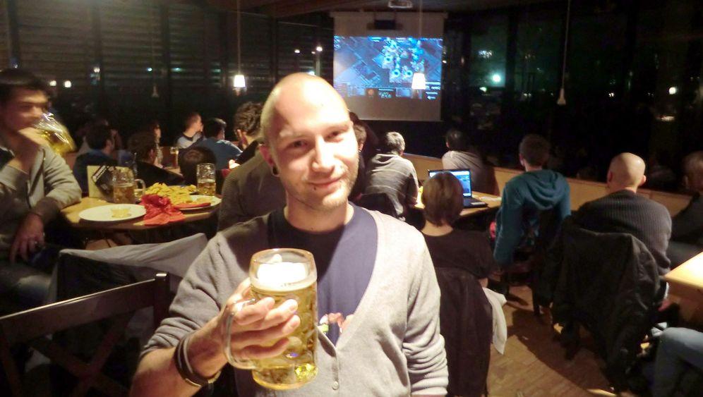 Barcraft mit Starcraft: Public Viewing mit Computerspielen