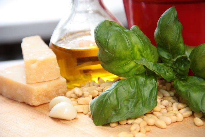 Basilikum: Schmeckt lecker als Pesto, aber zu viel sollte es nicht sein