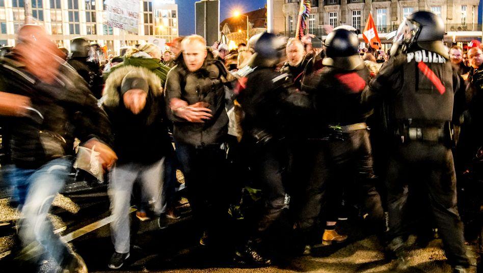 Bei einer »Querdenker«-Demonstration in Leipzig Anfang November kam es zu Ausschreitungen