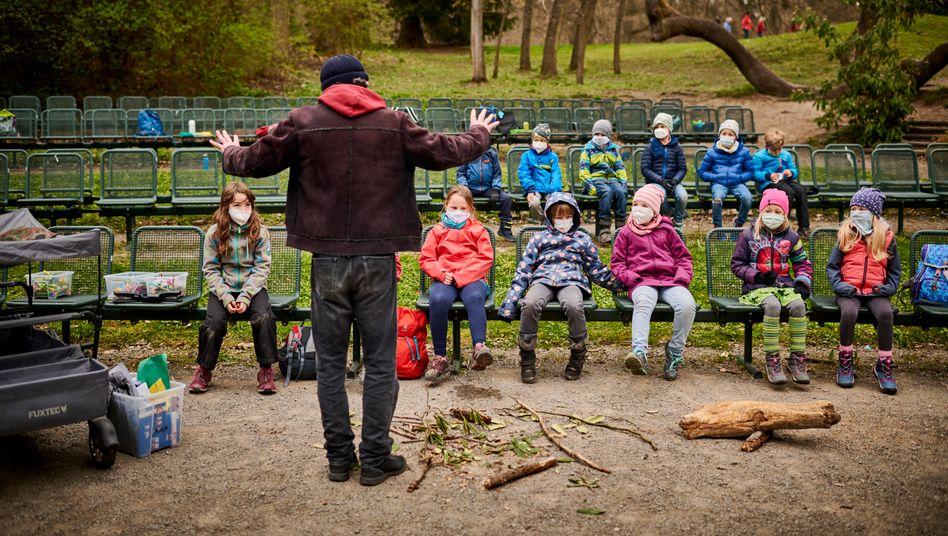 Pädagoge Naefe, Schulkinder der Robbengruppe: Ausschwärmen in Wälder und Täler