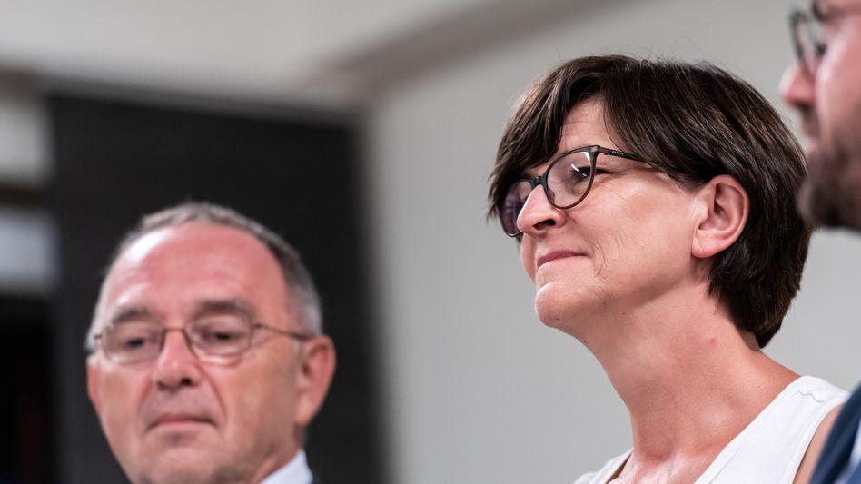 Die SPD-VorsitzendenNorbert Walter-Borjans und Saskia Esken (Archivbild)