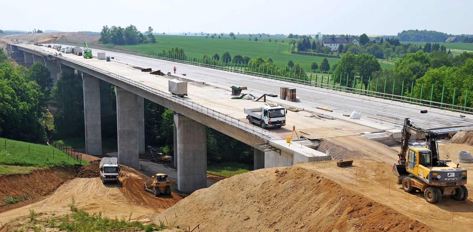 Strassenbau / Neubau der Autobahn 72 / Brückenbau