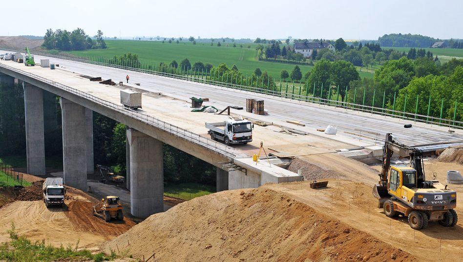 Autobahnbaustelle: Sollten die Deutschen hier häufiger ihr Geld vergraben?