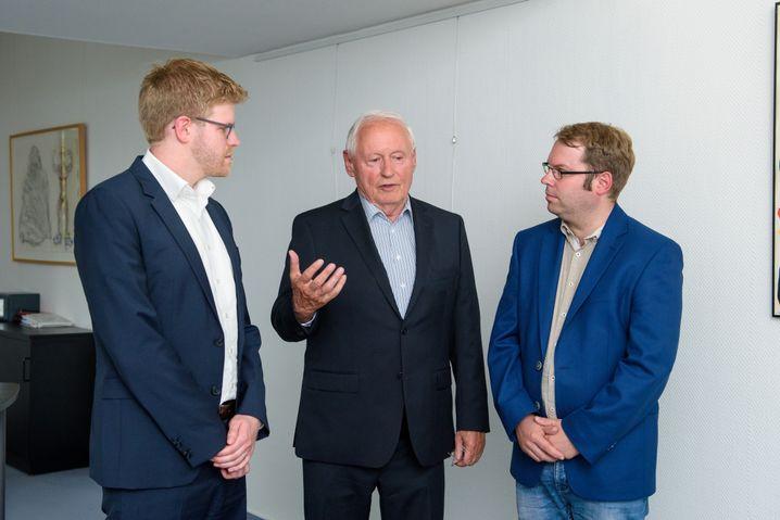 Oskar Lafontaine mit SPIEGEL-ONLINE-Redakteuren Kevin Hagen (l.), Christian Teevs