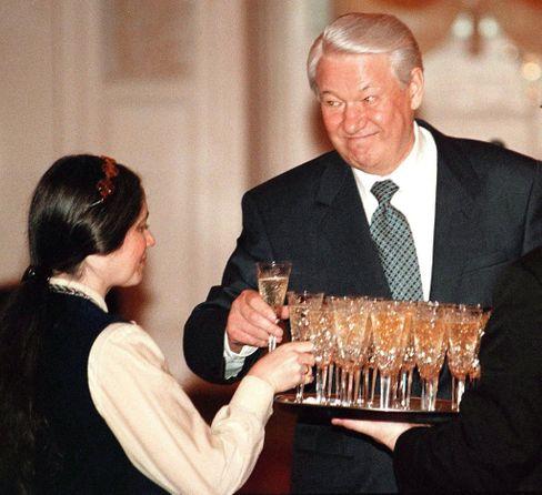 Suchtkranker Staatschef: Sein Alkoholkonsum setzte Jelzin schwer zu (Foto von 1998)