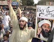 """""""Jetzt erst fragen auch amerikanische Intellektuelle zu Recht - warum hasst man uns so in der Welt?"""" (Proteste in Karachi)"""