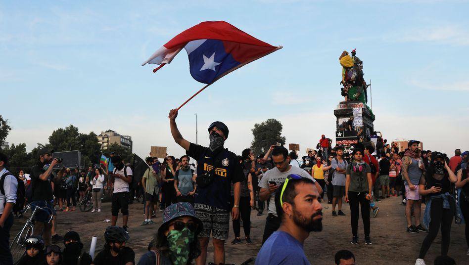 Demonstranten am Menschenrechtstag in Santiago de Chile (10.12.2019)
