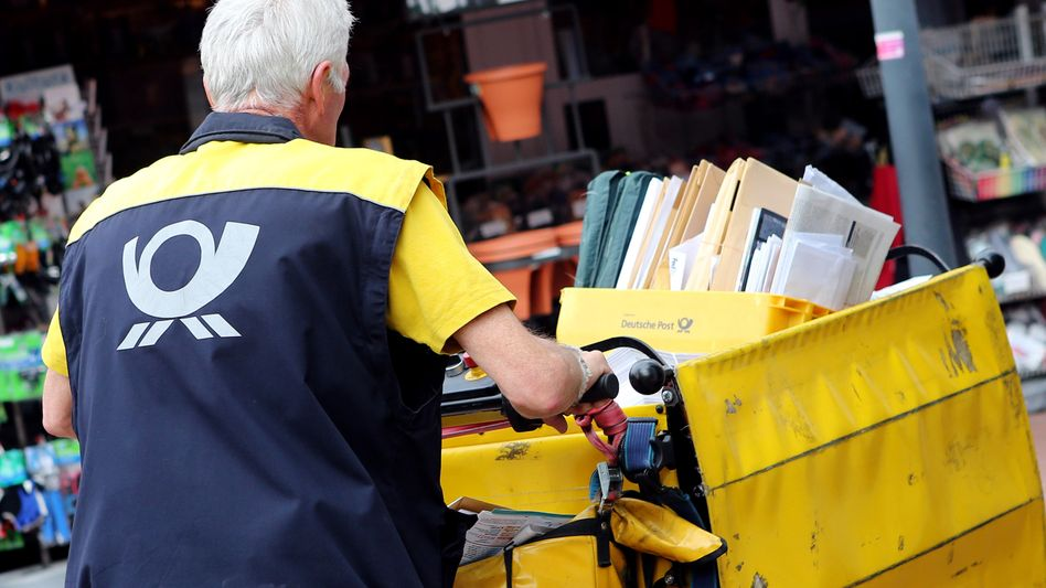 Postbote in Hamburg (Archivbild): Harte Bandagen im Arbeitskampf