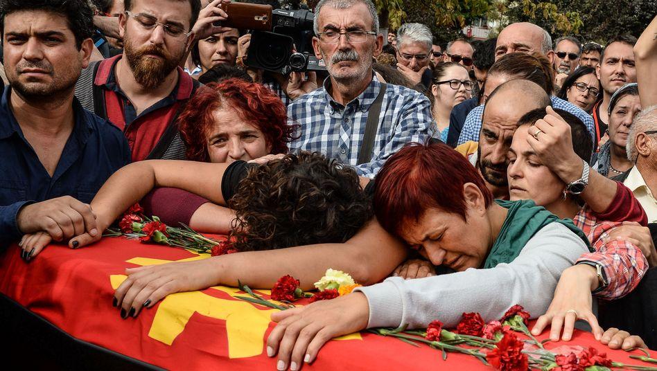 """Beerdigung eines Anschlagopfers von Ankara: """"Ähnlichkeiten zu Suruc"""""""