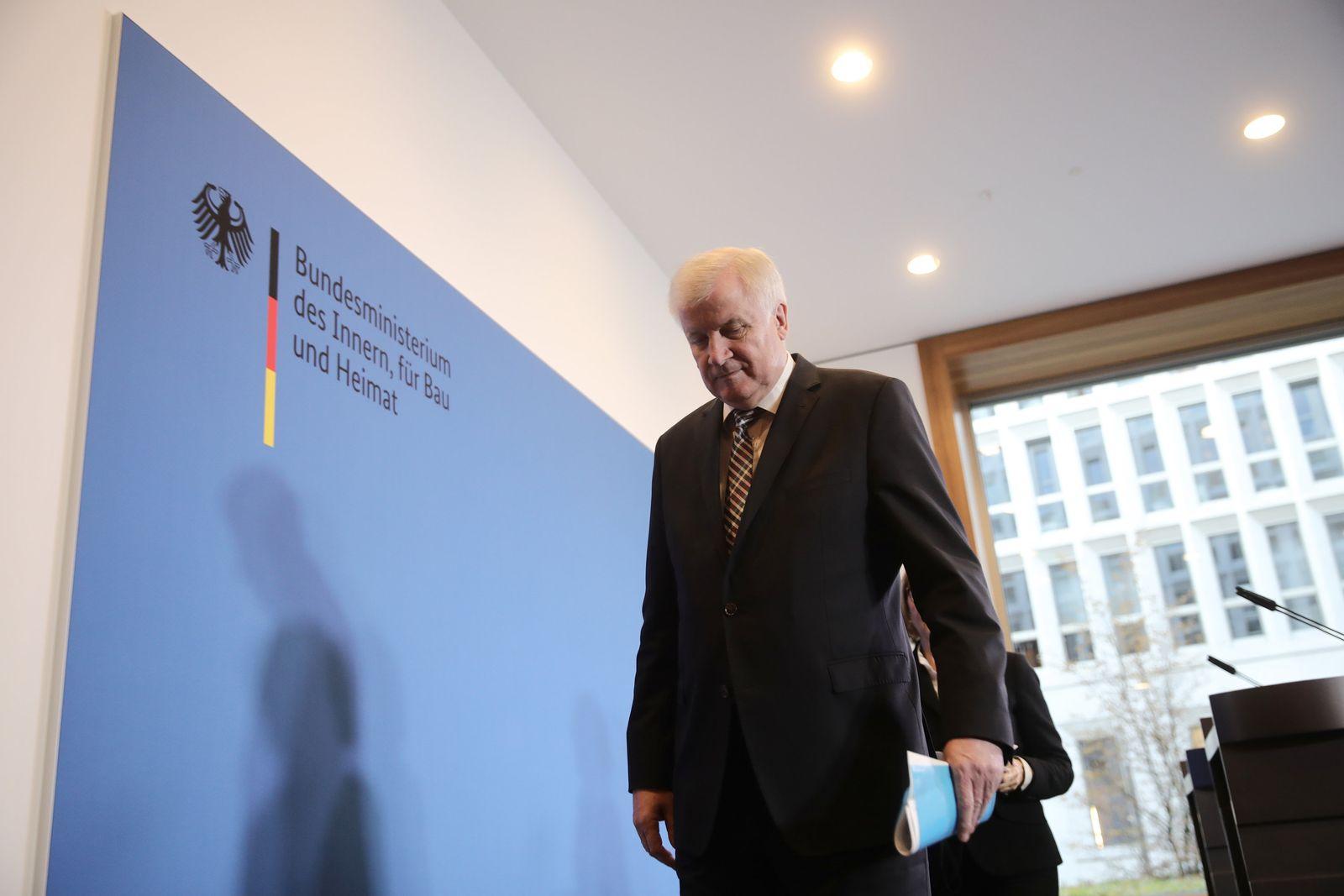 Seehofer will auch als Bundesinnenminister früher aufhören