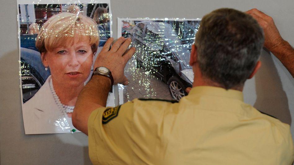 Polizist bei Pressekonferenz zum Fall Bögerl (im Juni 2010): Hinweise vernachlässigt