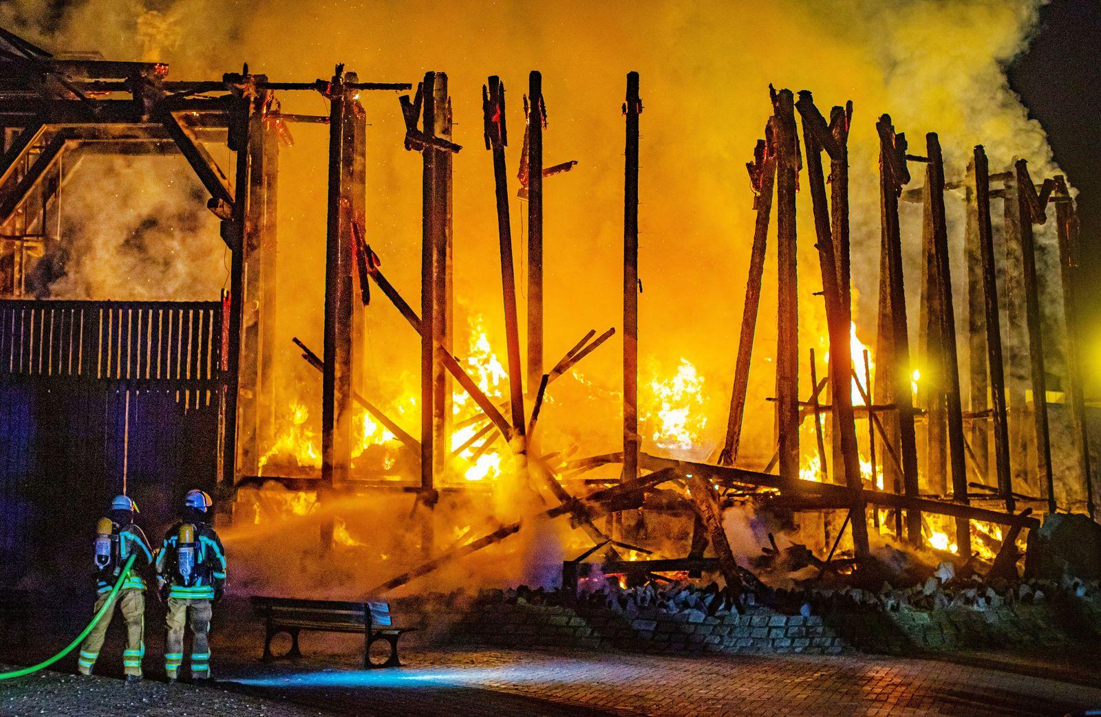 Großbrand in Duisburger Niederrheintherme