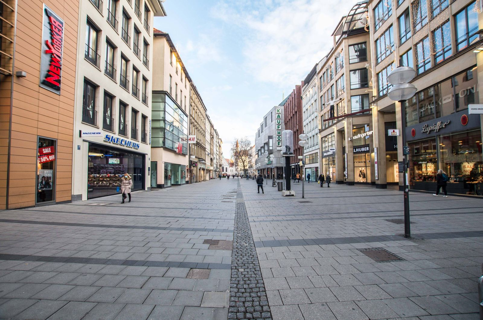 December 16, 2020, Munich, Bavaria, Germany: Scenes from the inner city pedestrian zone in Munich, Germany. Typically t