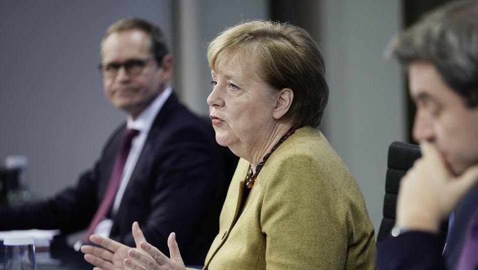 Bundeskanzlerin Merkel mit Berlins Regierendem Bürgermeister Müller und Bayerns Regierungschef Söder