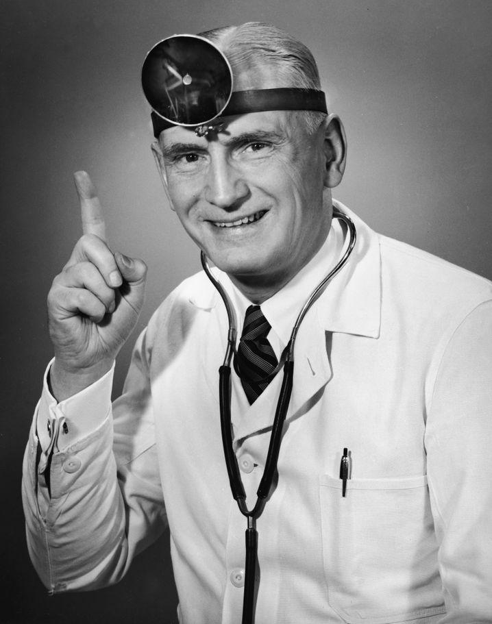 Kommt 'ne Frau zum Arzt: Der Arbeitgeber kann keinen bestimmten Arzt vorschreiben