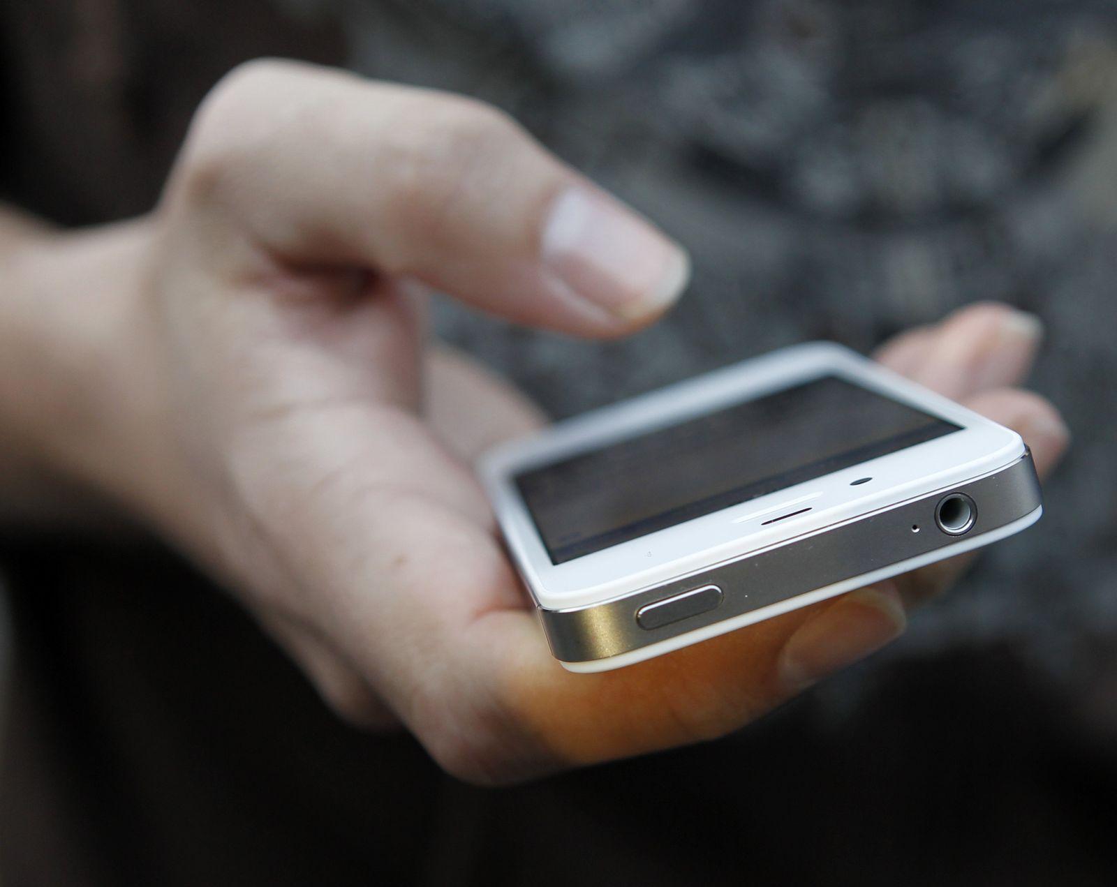 iPhone 4S / Apple
