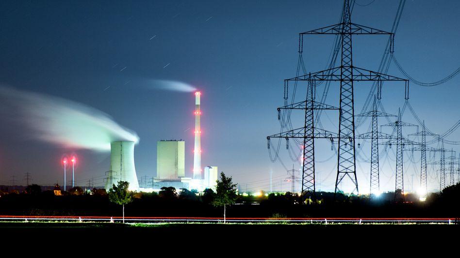 """Kohlekraftwerk Mehrum im Landkreis Peine: Kritisch diskutiert wird die Tatsache, dass die EU im neuen Ziel """"negative Emissionen"""" durch die CO₂-Aufnahme von Wäldern gegenrechnet"""
