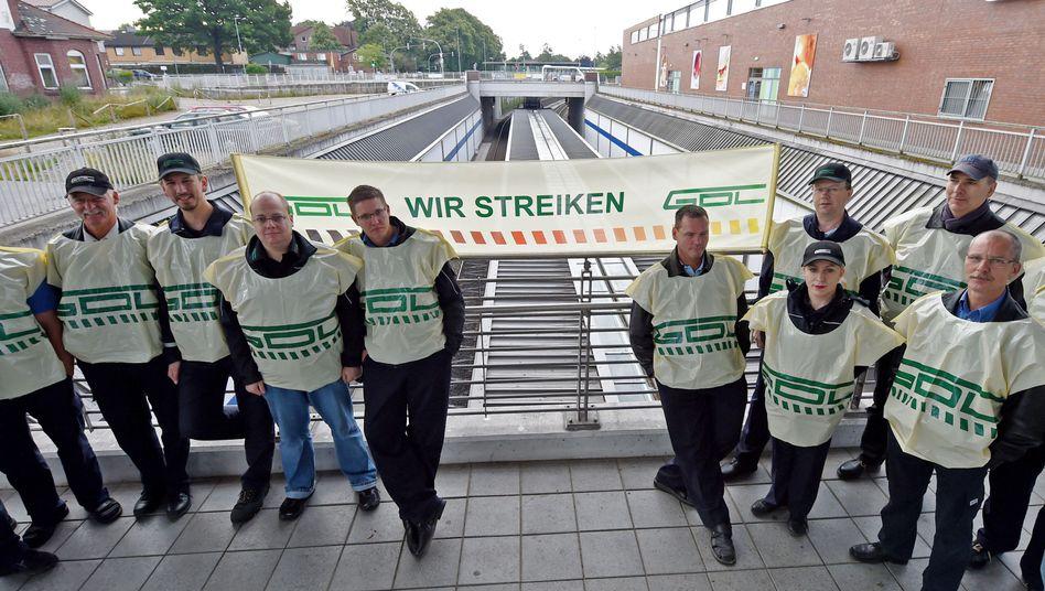 """Streikende Lokführer (Archivbild): Kleine Gewerkschaften durch Tarifeinheit """"zum Betteln verdammt"""""""