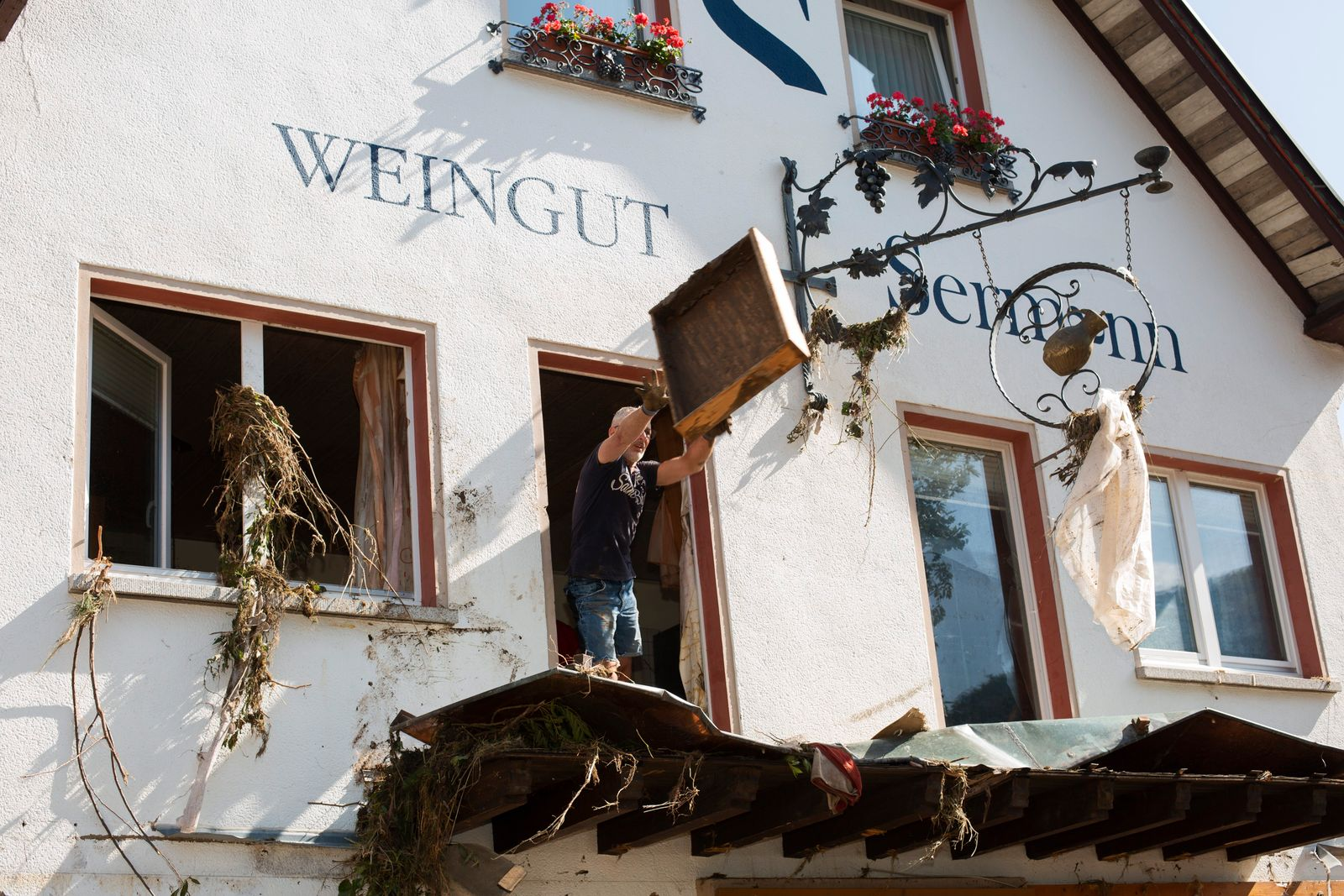 reportagefotografie-jessica-schaefer-altenahr-rlp-flutkatastrophe