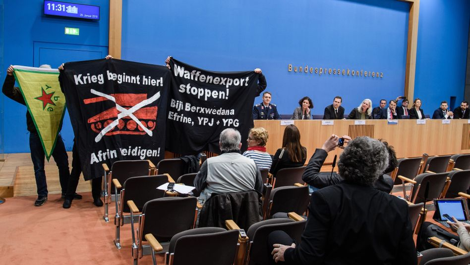 Protest bei Bundespressekonferenz
