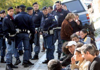 Rumänische Einwanderer in Italien: Illegal Einreisende künftig länger in Gewahrsam