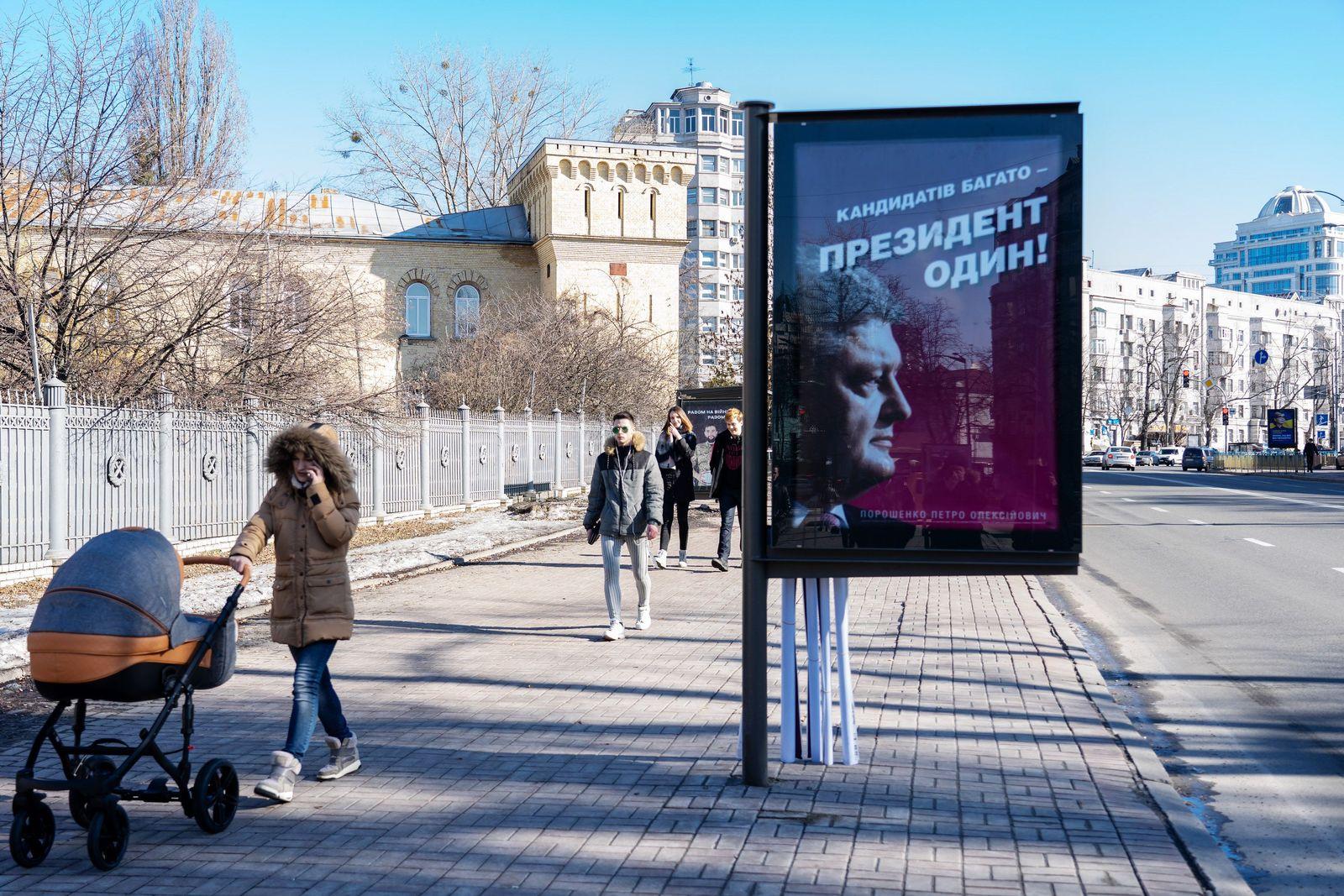 EINMALIGE VERWENDUNG Ukraine/ Serie/ Wahlplakate/ Poroschenko